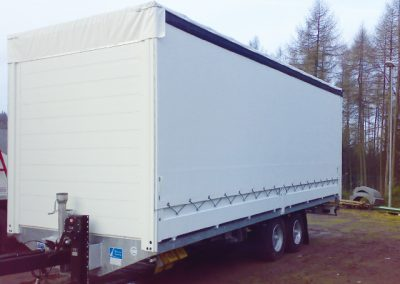 LKW Anhänger im Kofferaufbau von Grimm und Partner Fahrzeugbau