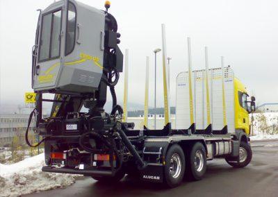 LKW Nutzfahrzeug im Kurzholzaufbau mit Ladekran von Grimm und Partner Fahrzeugbau