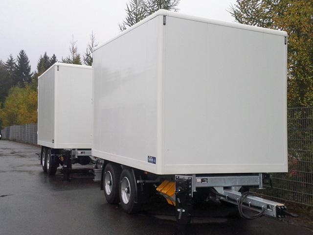 LKW Kofferaufbau mit Alu-Textil-Koffer von Grimm und Partner Fahrzeugbau