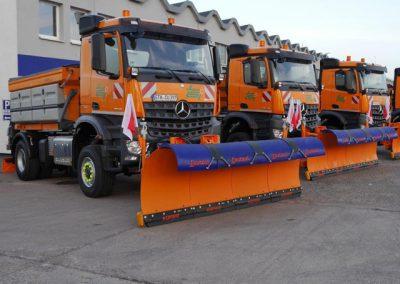 LKW Nutzfahrzeuge im Spezialaufbau mit Schneeschieber von Grimm und Partner Fahrzeugbau